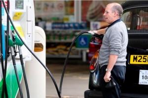 Johnson poziva vojsku da pomogne riješiti problem s nestašicom goriva