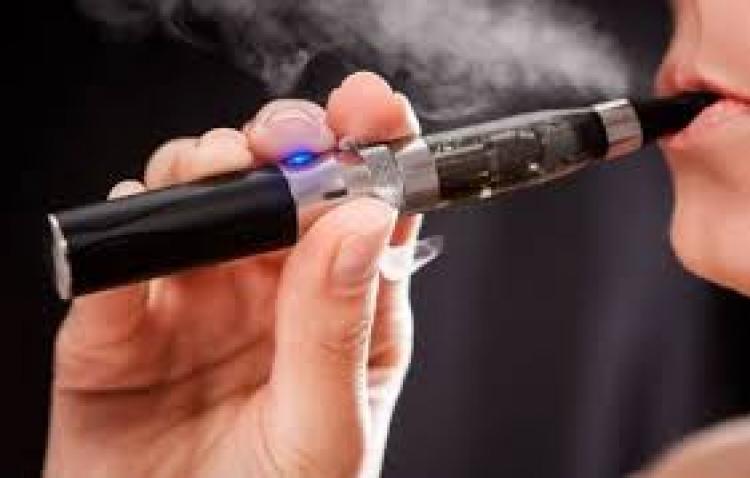 Električna cigara eksplodirala u ustima: Tinejdžeru slomljena vilica u eksploziji električne cigarete