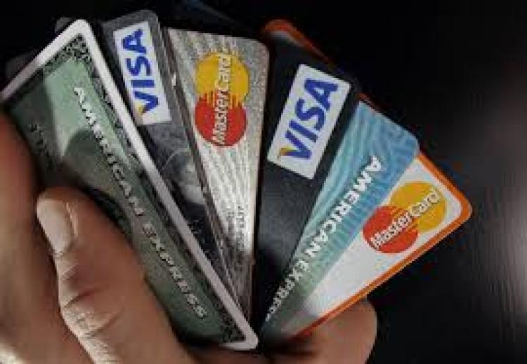 """Uhapšen zbog fotografskog pamćenja: Trgovac zapamtio detalje kreditnih kartica od kupaca pa kupovao """"online"""""""