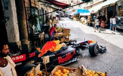 F1 u uskim ulicama - Maks Verstapen se provozao uskim ulicama Palerma i napravio spektakl