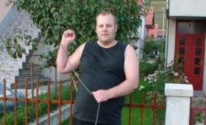 (VIDEO) Vršio veliku nuždu pred džamijom: SIPA u Gacku uhapsila Danela Rajkovića /38/