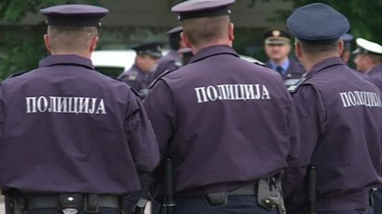 Pokušaj otmice - Policija obilazi škole: Nudila djeci čokoladice i zvala ih u automobil