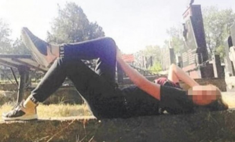 Na groblje po lajk: Slikaju se na groblju da bi skupili lajkove, bizarni trend u Srbiji