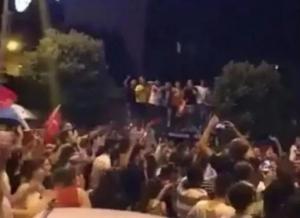 """Bošnjaci u Istanbulu uz pjesmu Nade Topčagić """"Jutro je"""" slavili pobjedu Imamoglua"""