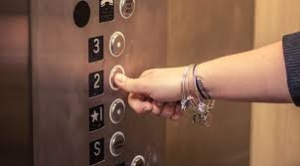 Sa 16 sprata propali liftom u Zenici