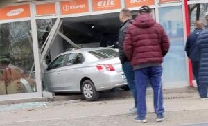 Vozilom uletjela u izlog prodavnice bijele tehnike