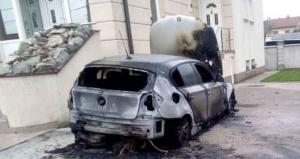Ispred kuće mu izgorio BMW