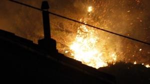 Zbog komaraca eksplozija u Sisku: Palili vatru da rastjeraju komarce pa izazvali eksploziju: Tinejdžerki život ugrožen