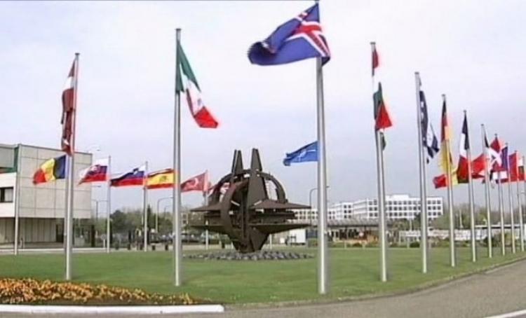 Berlin Makronu: Ne podrivajte NATO!