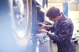 Bihaćki automehaničar ukinuo rad subotom, posao mu procvijetao