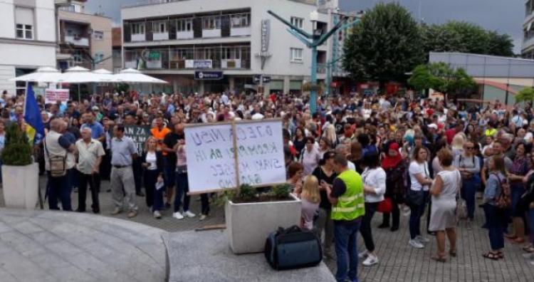 Šatorović: Nastava u USK neće početi u septembru ako vlada ne ispuni obećanja / Protest prosvjetnih radnika USK