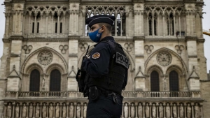 Ministar policije: Francuska je u ratu