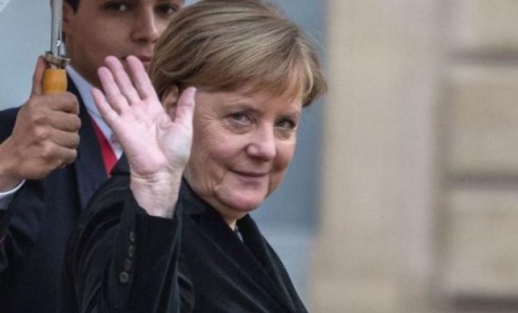 Merkel: Razvijajmo nove sisteme naoružanja