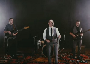 Pjevač u komi priključen na aparate