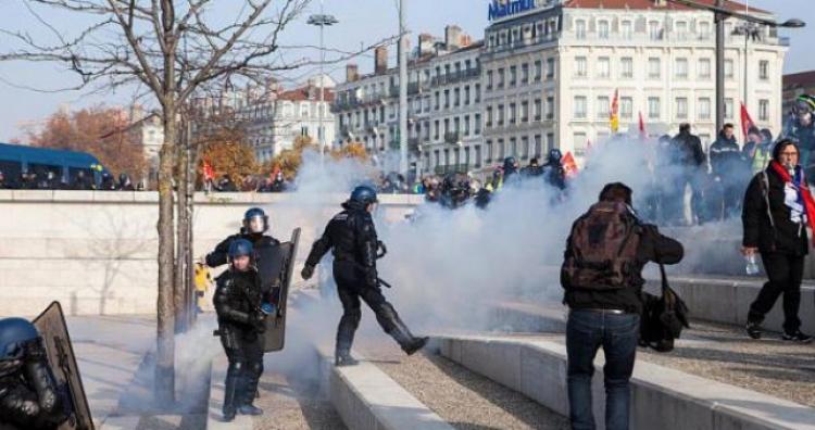 Gori Francuska: Sukobi demonstranata i policije u cijeloj zemlji