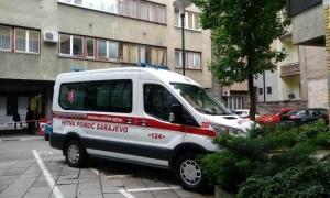 Vozaču Hitne pozlilo pa udario u USA ambasadu