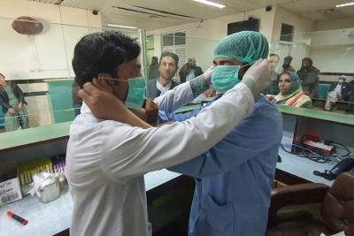 Dokrajčili koronu u Vuhanu: Video ljekara koji skidaju maske obišao svijet