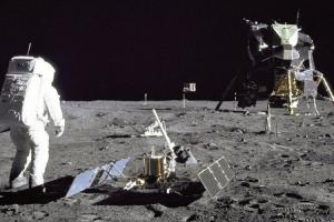 Srbi i misija na  Mjesecu: Prije 50 godina u misiji na Mjesecu učestvovalo i osam Srba