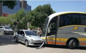 Sudar autobusa i autombila u Mostaru