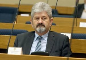 Bundalo fizički napao Vukanovića, zavrnuo mu ruku i prijetio