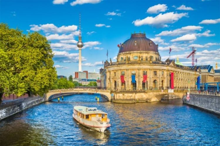 Zbog pišanja s mosta u Berlinu povrijeđeno više ljudi