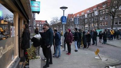U Nizozemskoj redovi za marihuanu, uhapšen jer je počeo namjerno kašljati kako bi otjerao druge - novim mjerama kafići zatvoreni do aprila