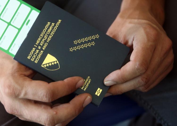 Administracija i za odlazak uzima danak, sve više građana pakuje kofere