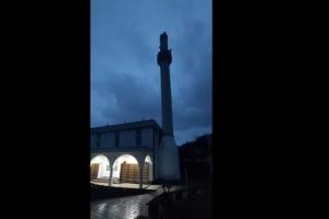 Vjetar srušio munaru džamije u Hadžićima