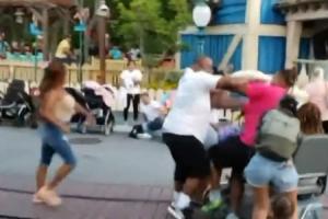 VIDEO Masovna tuča u Diznilendu
