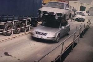Natovario automobil na krov automobila