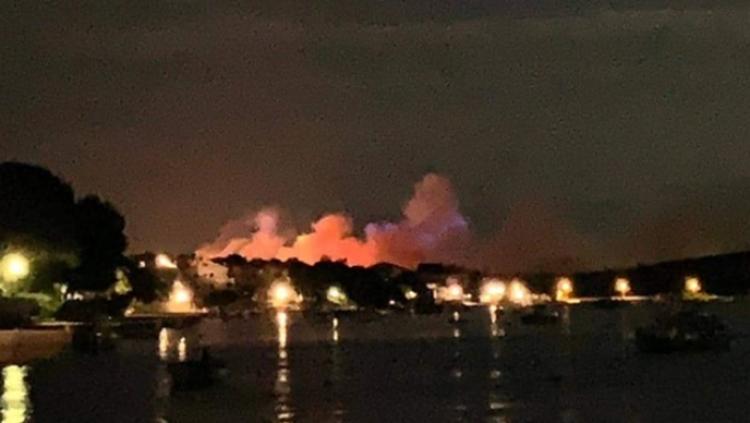 Veliki požar zahvatio Zrće, evakuirano 10.000 ljudi
