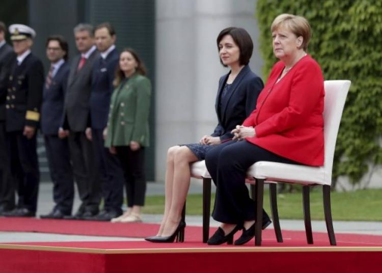 Za Merkel ponovo stolica: Zašto dobija napade za vrijeme himni?