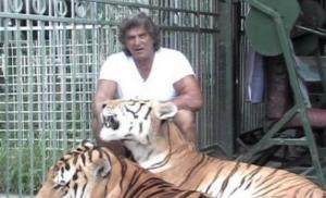Umro hrvatski Tarzan kojeg je lav spasio na snimanju filma (video)