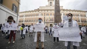 Liječnici izašli na ulice u Italiji: U Italiji hiljade liječnika na protestima traže zdravstvenu reformu