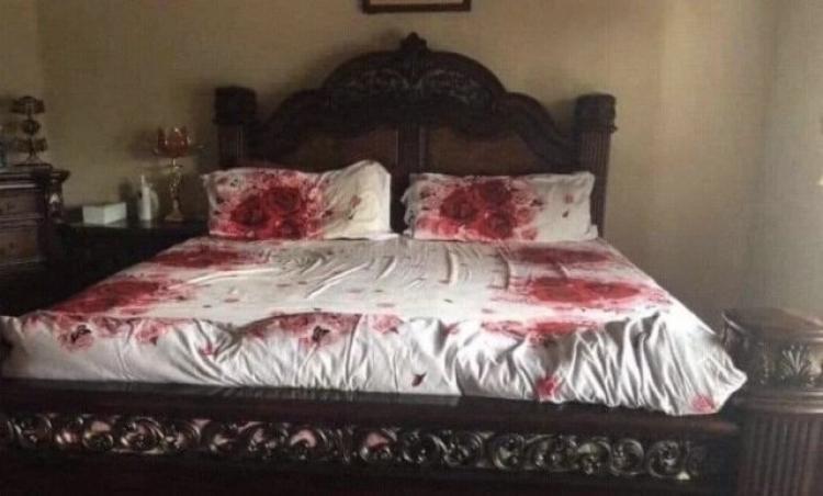 """Fotografija krvave spavaće sobe postala hit: """"Kaži gdje si je zakopao"""""""