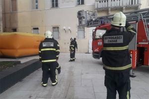 Muškarac prijetio skokom pa sišao sa zgrade i odšetao