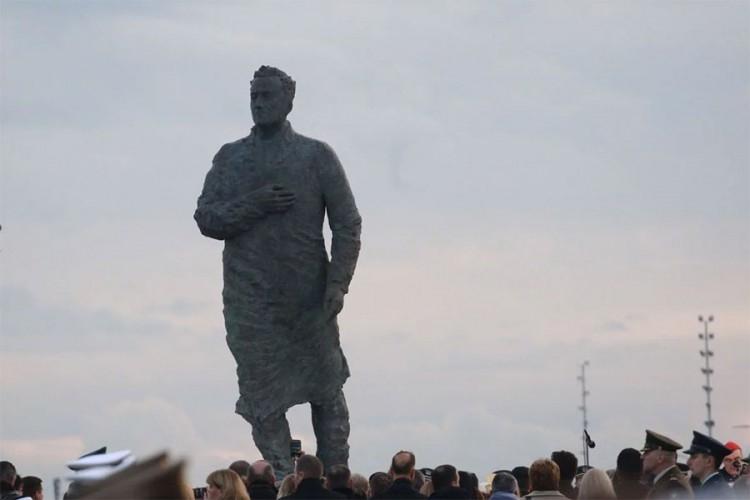 Razvaljen jajima: Tudjmanov spomenik mora na popravak