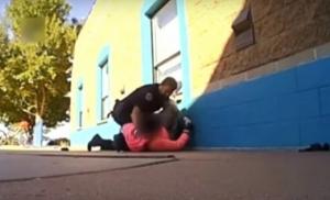 (video) Policajac tukao 11-godišnju učenicu jer je uzela je previše mlijeka