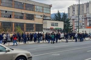 Protesti ispred zgrade Vlade FBiH