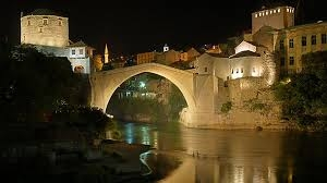 Stari most u Mostaru večeras u bojama francuske zastave
