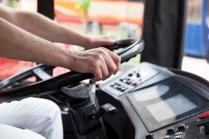 Migrant vozaču autobusa ukrao novac, vozačku dozvolu i punjač od mobitela