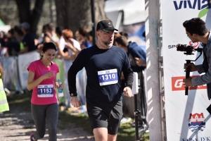 I političari istrčali na stazu, ministar Šeranić prošao kroz cilj