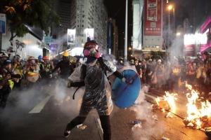 Hong Kongu britanska državljanstva : Britanija razmatra 'put ka državljanstvu' za 3 miliona stanovnika Hong Konga