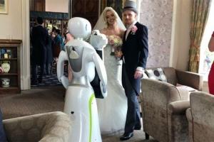 Robot Eva obavila prvo profesionalno fotografisanje vjenčanja