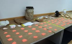 (foto) U plastičnom buretu zakopanom u zemlji krio drogu vrijednu 600.000 KM