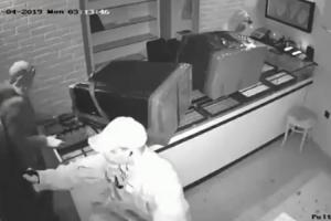 Video milionske pljačke u Splitu: Za minut i po ukradeno zlato vrijedno milion kuna