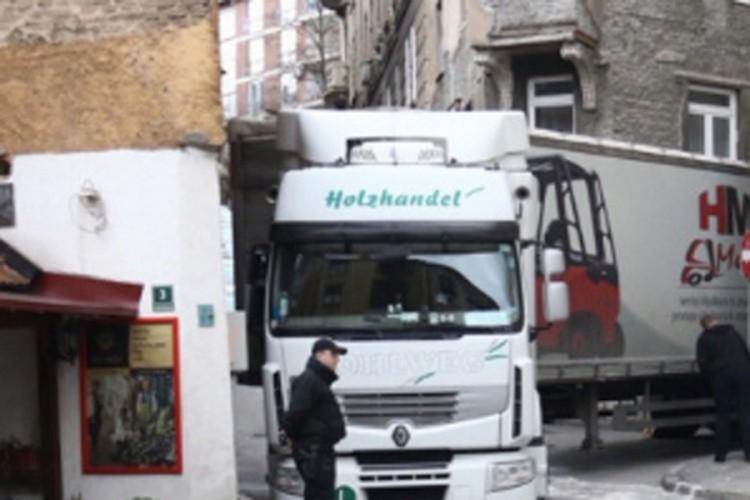 Ponovo se zaglavio kamion u Sarajevu: Ista ulica, samo drugi teretnjak