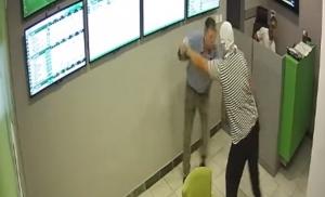 Prokockao pare pa se vratio da opljačka kladionicu, snimak postao viralan