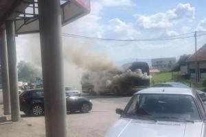 Zapalio se autobus kod Tuzle, putnici uspjeli da izađu na vrijeme