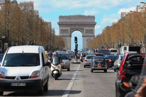 Više od pola miliona Francuza vozi bez dozvole